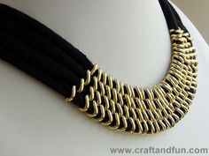 Upcycled T-shirt to necklace | Recyclart