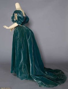 Evening Gown (image 3) | House of Worth | France; Paris | undated | velvet | Augusta Auctions | November 16, 2016