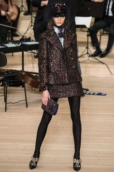 See the complete Chanel Pre-Fall 2018 collection.