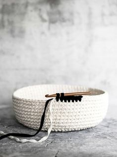 kuva Crochet Home, Knit Or Crochet, Diy And Crafts, Arts And Crafts, Basket Bag, Knitted Bags, Straw Bag, Crochet Patterns, Knitting