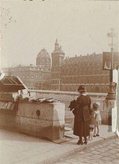 Paris, la Conciergerie vue du Quai de la Mégisserie  vers 1912