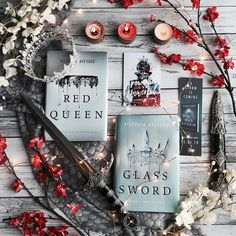Isnt this Red Queen notebook so pretty? It was designed by Stella Wenny and it. Victoria Aveyard Books, Red Queen Victoria Aveyard, I Love Books, Good Books, The Red Queen Series, Book Flatlay, Glass Sword, Fantasy Books To Read, Best Book Covers