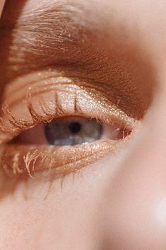 Makeup artist Ingeborg creates three easy-to-do eye looks with colored mascara and matching eyeshadows. Purple Mascara, Colored Mascara, Lash And Brow Tint, Turquoise Eyeshadow, Interview Makeup, Orange Blush, Green Smokey Eye, Eye Makeup Steps, Baby Girl Fashion