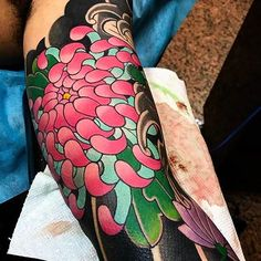 Love this Japanese tattoo sleeve. Very vibrant colors. #CuratedTattoos