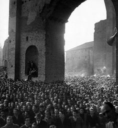 Photo © David Seymour/Magnum Photos ITALY. Rome. Basilica di Massenzio. March 11, 1948. Crowd listening to a speech by Socialist Pietro Nenni.