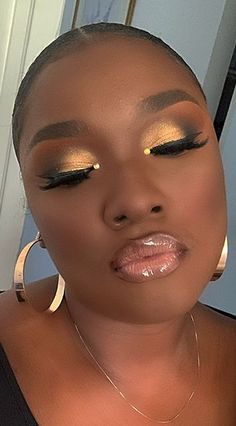 Makeup For Black Skin Makeup For Black Skin, Gold Makeup Looks, Black Girl Makeup, Girls Makeup, Makeup Black Women, Glam Makeup, Cute Makeup, Gorgeous Makeup, Beauty Makeup