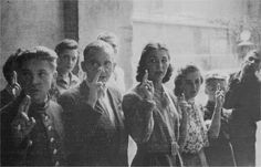 Warsaw Uprising Volunteers for the Konrad group in the Powiśle district of Warsaw take the oath of the AK