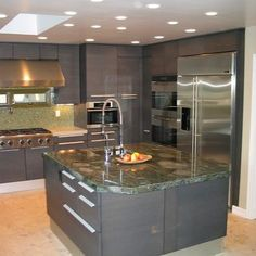 Silver Grey Kitchen - Home and Garden Design Idea's, like the idea and style but not those colours for me Wallpaper Your Kitchen Cabinets, Grey Kitchen Cabinets, Kitchen Cabinet Design, Italian Kitchen Decor, Kitchen Dinning Room, Grey Kitchens, Updated Kitchen, Beautiful Kitchens, Beautiful Homes