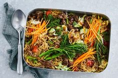 Super-veg beef chow mein tray bake