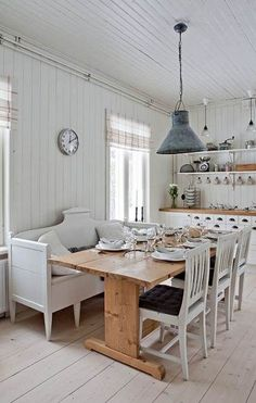 Make Your Home Shine With These Industrial Farmhouse Design Tips It may be that you have never done much with your personal living space because you feel you do not know enough about interior design. Industrial Dining, Industrial Farmhouse, Farmhouse Design, Farmhouse Ideas, Farmhouse Style, Kitchen Dining, Dining Room, Dining Table, Small Space Living