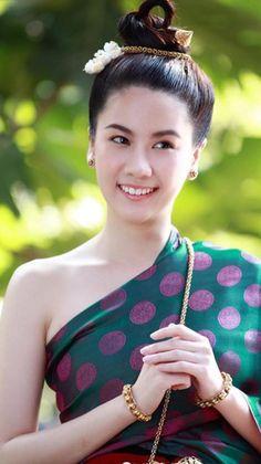 Thailand Outfit, Thailand Fashion, Thai Traditional Dress, Traditional Fashion, Thai Wedding Dress, Thai Fashion, Women's Fashion, Thai Dress, Thai Model