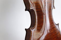 fuckyeahviolins:  photo—therapy:  my not-so-new-anymore violin uhh look at the back (it's a whole back!) so beautiful  As submitted by jenesaypah