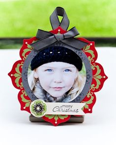 handmade Christmas ornament: Daydream Medallions Paper Picture Ornament ... luv it!! ... could be used on a card too ...