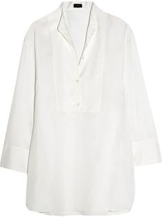 """Pin for Later: In diesem Frühjahr wird die weiße Bluse vom Büro-Klassiker zum echten Hingucker  Joseph """"Kurt"""" länger geschnittenes Seidenhemd/Tunika (415 €)"""