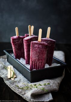 Berry Kombucha Popsicles! These icy poles are everythanggg! Perfection in the hot summer sun and not to mention HEALTHY!!