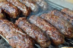 BBQ: ΜΥΡΩΔΑΤΑ ΣΟΥΤΖΟΥΚΑΚΙΑ ΨΗΜΕΝΑ ΣΕ ΨΗΣΤΑΡΙΑ Sausage, Bbq, Food And Drink, Meat, Barbecue, Barrel Smoker, Sausages