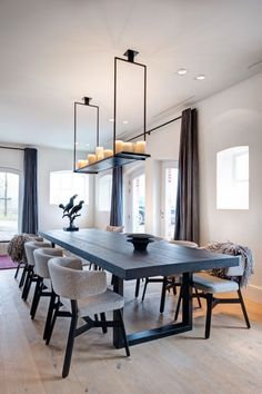 32 Fabulous Contemporary Dining Room Decorating Ideas - The latest trends, the newest styles, ah, this is what makes the world go around. Contemporary dining room sets can help you to make a statement about. Elegant Dining Room, Beautiful Dining Rooms, Dining Room Sets, Dining Room Chairs, Dining Room Furniture, Furniture Ideas, Dining Area, Furniture Makeover, Low Back Dining Chairs