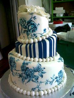 blue and white china cake