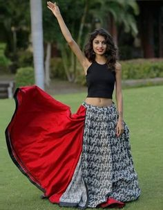 31 New Navratri Chaniya Choli Designs to Try in 2017 - LooksGud. Indian Skirt, Indian Dresses, Indian Outfits, Indian Clothes, Gujarati Chaniya Choli, Navratri Dress, Garba Dress, Choli Dress, Choli Designs