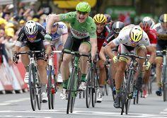 O alemão Andre Greipel comemora ao completar a quinta etapa da Volta da França (Tour de France)