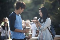 """Heirs"": Lee Min Ho & Park Shin Hye's Sweet Coffee Date 
