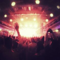 That spine chilling moment when the bass drops <3
