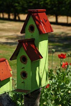 Que Amor de Casa : Casinha de Passarinho Casa Do Rock, Homemade Bird Houses, Bird House Feeder, Birdhouse Designs, Bird Houses Painted, Bird Boxes, Bird Pictures, Little Houses, Yard Art