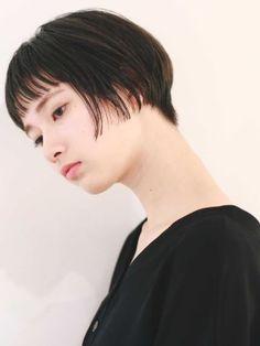 柔らかい質感のショートボブ|丸顔×20代&30代におすすめフェミニン×ナチュラル×大人カジュアル小顔ショートボブ ぱっつん前髪(アッシュグレージュ3Dカラー)|<ヘアサロン予約> - OZmallビューティ Hair Reference, Asian Hair, Pixie Haircut, Hair Inspo, Bob Hairstyles, New Hair, Illusions, Short Hair Styles, Hair Cuts