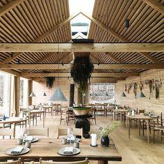 Repost Martino Hutz Beautiful new Chalet Design, Cabin Design, Roof Design, Ceiling Design, Restaurant Noma, Woods Restaurant, Restaurant Interior Design, Shop Interior Design, Yachting Club