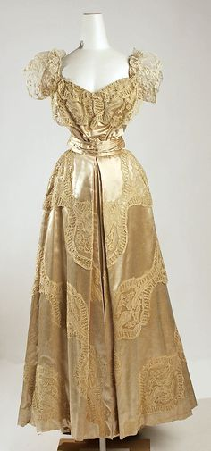 Silk satin evening dress with lace trim and appliqué, by Jeanne Hallée, French, 1906-07.