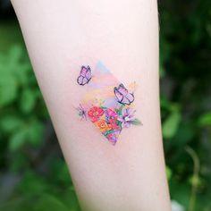 Cute Tiny Tattoos, Pretty Tattoos, Beautiful Tattoos, Small Tattoos, Circle Tattoos, Mini Tattoos, New Tattoos, Purple Butterfly Tattoo, Small Colorful Tattoos