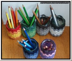 Colored cover granny with pencils 2 Crochet World, Handmade Home, Activities For Kids, Pencil, Cover, Crafts, Jars, Classroom, Teacher