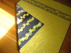 yellow & grey - this whole blog has awesome quilts!