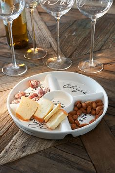 Hors D'Oeuvres - Wine & Cheese Kiosks available for your party exclusively by Ice Cube Party Dishes, Party Plates, Wine Recipes, Gourmet Recipes, Rivera Maison, Grapes And Cheese, Breakfast Plate, Wine Cheese, Food Photo