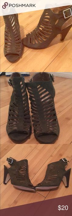 Caged heeled shoes Size 8 never worn,olive colored Shoes Heels