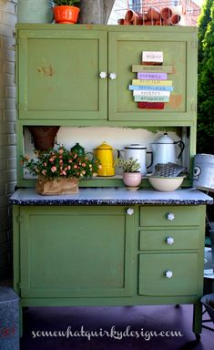 Somewhat Quirky: A Hoosier Cabinet in Luckets Green Milk Paint Country Furniture, Distressed Furniture, Vintage Furniture, Primitive Furniture, Modern Furniture, Painting Kitchen Cabinets, Kitchen Paint, Kitchen Hutch, Paint Furniture
