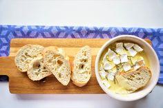 Ook zo gek op kaas en kaasfondue? Dan moet je dit recept voor camembert uit de oven eens proberen. Camembert met knoflook en rozemarijn uit de oven is een super lekkere en simpele borrelhap. De camembert wordt heerlijk zacht in de oven, waardoor het lekker is om met wat stokbrood of broodstengels uit te dippen....