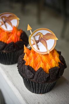 Hunger Games cupcakes~ it has OREOS on it!!!! <3
