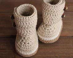 Crochet Pattern Baby Boots Indie Crochet Baby by Inventorium Crochet Baby Boots Pattern, Crochet Baby Shoes, Crochet Baby Booties, Cute Crochet, Kids Crochet, Knitted Baby, Crochet Patterns, Baby Slippers, Baby Patterns