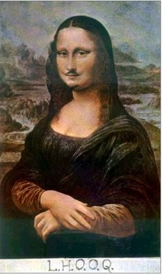 "L.H.O.O.Q. 수염난 모나리자 - 마르셸 뒤샹. 뒤샹은 엄청난 권위와 전통을 갖고 있는 모나리자라는 그림을 수염 몇가닥과 문구 하나로 우스꽝스럽게 만들었다. L.H.O.O.Q 는 프랑스어 발음으로 ""그 여자의 엉덩이는 뜨겁다""는 것을 의미한다고 한다. 인간 본연의 성적인 욕망을 모나리자라는 대상에 투영시켰다. 그리고 뒤샹은 이 작품을 통해 기존에 있던 권위('모나리자'라는 작품)에 대항하고, 새로운 것을 통한 변혁을 바라는 인간의 욕망도 표현하였다고 느껴진다."