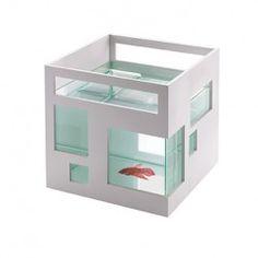 Fish hotel akvarium. Smart og lækkert lille akvarium fra Umbra.  Kan være bolig for et par Slørhaler eller Guppier samt en plante.
