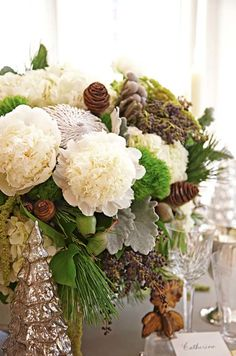 Amanda Carol at Home: holiday, beautiful Christmas bouquet.so WANT this for my family Christmas table setting! Christmas Flowers, Winter Christmas, All Things Christmas, Christmas Presents, Christmas Greenery, Family Christmas, Christmas Tablescapes, Holiday Tables, Christmas Decorations