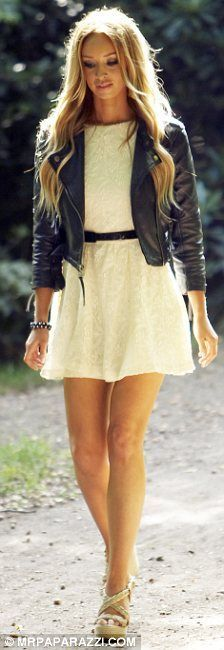 This leather jacket changes everything about this otherwise girly girl outfit. Mode Style, Style Me, Edgy Style, Hair Style, Look Fashion, Fashion Beauty, Fashion Clothes, Spring Summer Fashion, Autumn Fashion