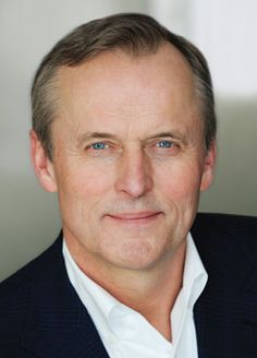 John Grisham - I just finished re-reading all of his books. Good stuff. AND he's a Mississippi boy.