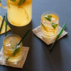 An easy recipe for homemade Arancello (orange infused vodka) Cocktail Juice, Vodka Cocktails, Drinks, Beverages, Vodka Lime, Infused Vodka, Making Wine At Home, Spoon Fork Bacon, Homemade Liquor