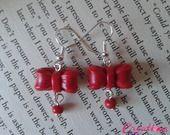 Boucles d'oreilles Noeuds et perles rouges : Boucles d'oreille par creations-laurie  http://creations-laurie.alittlemarket.com www.facebook.com/creations.laurie