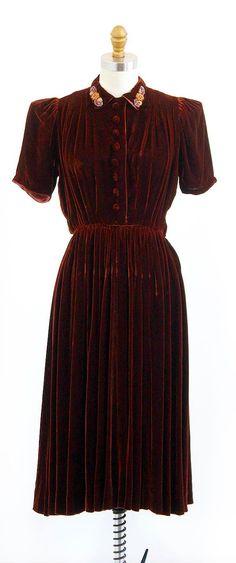 vintage 1930s cinnamon brown silk velvet dress with beaded collar | http://www.rococovintage.etsy.com