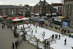Vanaf vrijdag 13 december 2013 tot en met 5 januari 2014 IJSBAAN OP HET SIMONSPLEIN   Schaatspret op de overdekte BAX-ijsbaan in Doetinchem!