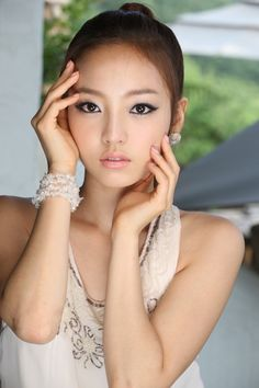 Get cute, doll-like eyes with this makeup look! #asian #beauty #makeup