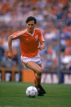Marco van Basten, who played in one Fifa World Cups with Netherlands. World Cup Legend. Good Soccer Players, Best Football Players, National Football Teams, World Football, Football Icon, Retro Football, Vintage Football, Football Jerseys, Football Memorabilia